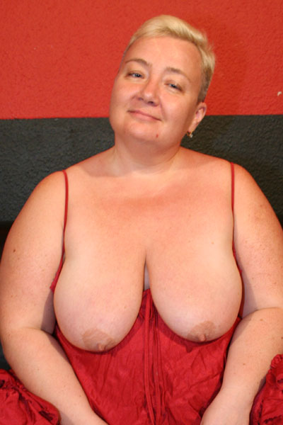 want massage Busty mature plump horny housewifes wanna inside her