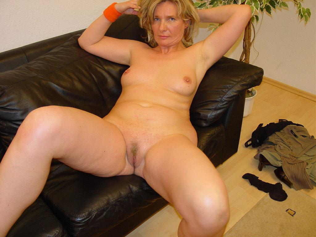 rihanna boobs naked